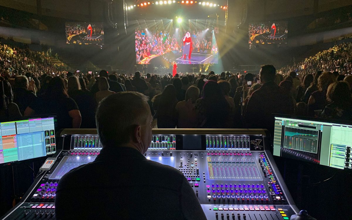 Kelly Clarkson Realizes Meaning Of Life On The Road With Digico Digico
